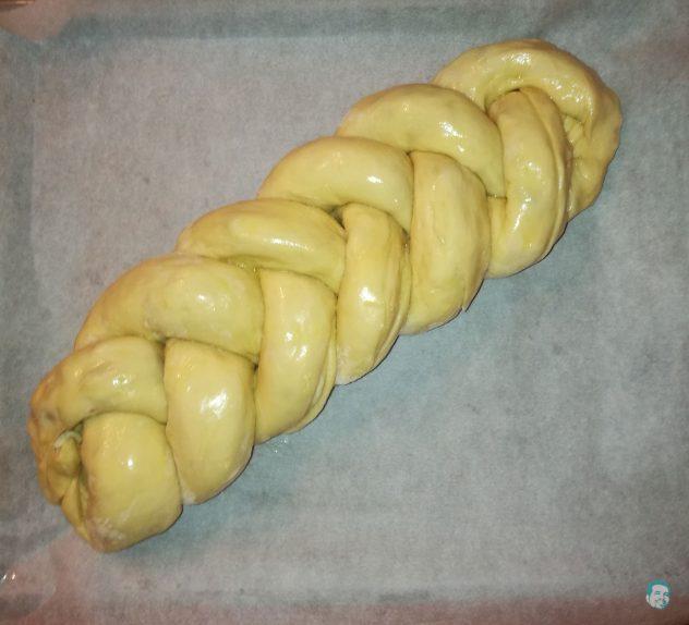 Striezel-mit-Butter-bestrichen