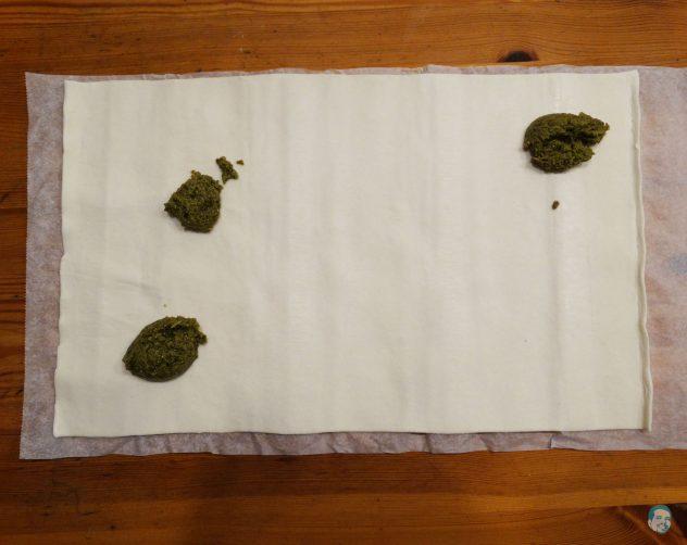 Pesto-auf-Blaetterteig