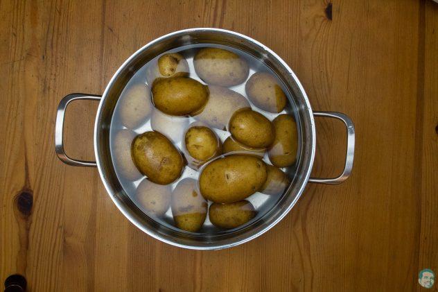 Pikante afrikanische Schupfnudeln Karoffeln kochen